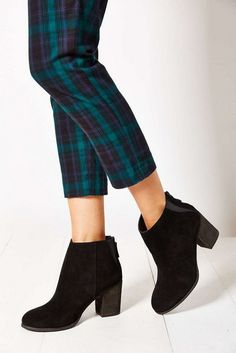 21 Looks with Gorgeous Ankle Boots Glamsugar.com Ecote Short Suede Boot