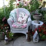 Beautiful patio shared at Knick of Time Tuesday Vintage Style Link Party!  http://www.curbyscloset.com/blog#.Udy3APm1GSp