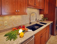 Natural Cherry Cabinets With Granite | ... Shaker Cherry ...