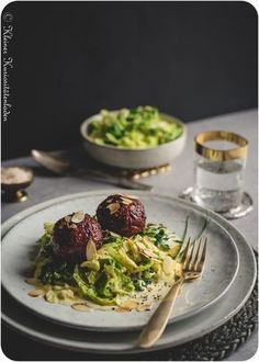 Rote-Bete-Knödel auf Rahmwirsing - Der Foodblog für kreative Küche und gelingsichere Rezepte