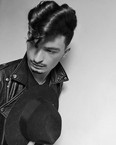 24 Rockabilly & Greaser hairstyles for every taste Rockabilly style for loc Rockabilly Style, Greaser Style, Rockabilly Fashion, Cool Hairstyles For Men, Classic Hairstyles, Hairstyles Haircuts, Haircuts For Men, Greaser Hairstyles, Protective Hairstyles
