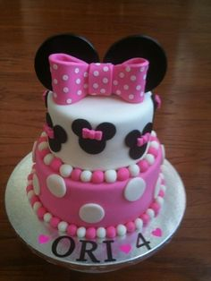 Minnie Mouse Birthday By doughdough on CakeCentral.com