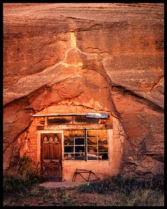 Canyon Home - Dragon Canyon, Utah Canyon Utah, Bryce Canyon, Monticello Utah, Unusual Homes, Amazing Architecture, Interior Architecture, Great Places, Places To See, Underground Living