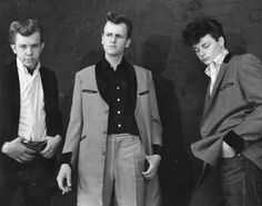 Teddy Boys: created the first truly independent fashions for young people; working class British adolescents who adopted styles in menswear that had Edwardian flavor Teddy Boys, Teddy Girl, Toddler Fashion, Boy Fashion, Fashion Clothes, Teddy Boy Style, Estilo Dandy, Estilo Pin Up, Boys Suits