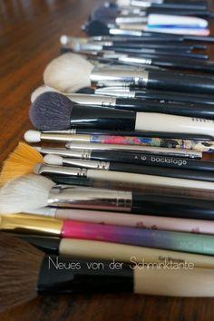 Ein Blick in meine Profi-MakeUp-Ausrüstung: Heute alle meine Pinsel f+r Foundation, Concealer, Gesicht, Augenbrauen, Wimpern, Lidstrich, etc.