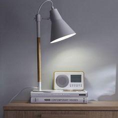 lampe de bureau en metal bicolore naturel et blanc irvine inspire