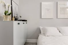 Interieurs: Light grey and white with black details