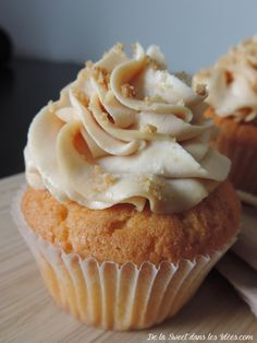 cupcake breton caramel au beurre salé Mini Cupcakes, Cupcake Cakes, Cup Cakes, Best Christmas Crackers, Cracker Toffee, Creme Caramel, Brookies, Muffin Cups, Cookies Et Biscuits