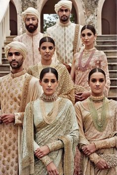 Find your wedding outfit from Sabyasachi Mukherjee SS 2016 indian bridal collection! From traditional lehengas to floral modern bridal options India Fashion, Ethnic Fashion, Asian Fashion, Style Fashion, Fashion Beauty, Fashion 2016, Cheap Fashion, Fashion Women, Indian Attire