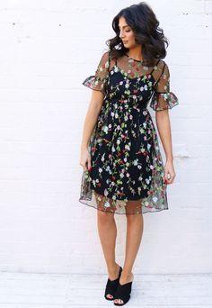 Floral besticktes Mesh-Overlay-Tee-Kleid mit Midirock in Schwarz Modetrend Cool Summer Outfits, Summer Dresses, Summer Skirts, Outfit Summer, Casual Summer, Mini Dresses, Casual Dresses, Fashion Dresses, Skirt Fashion