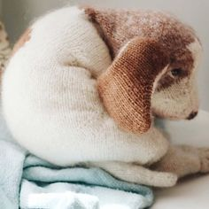 beagle puppy knitting pattern pdf 40% off at etsy from claire garland aka dot pebbles knits #knitting #pattern #dog #puppy #etsyuk Crochet Toys Patterns, Stuffed Toys Patterns, Knitting Patterns Free, Hand Knitting, Willow Weaving, Diy Step By Step, Beagle Puppy, Felted Slippers, Etsy Uk