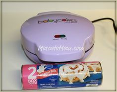 cinnamon roll cake pops- who knew my cake pop maker could make breakfast? can't wait to do this easy idea one morning! Babycakes Recipes, Babycakes Cake Pop Maker, Baby Cake Pops, Cakepops, Baby Cakes Maker, Pain Pizza, Cake Machine, Cake Makers, Cinnamon Rolls