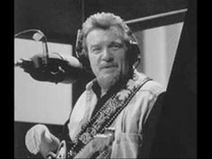 Waylon Jennings - Out Among The Stars