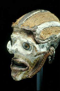 New Ireland Mask - Papua New Guinea Crane, Haunted Objects, Head Hunter, Art Premier, Art Africain, Catacombs, Stone Age, Creepy Dolls, Papua New Guinea