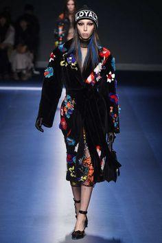 Versace -  Fall 2017 Ready-to-Wear