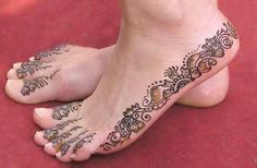 Henna has inspired henna tattoo designs all around the world. Learn about henna tattoos and henna tattoo meanings. View henna tattoos and more. Mehndi Designs, Henna Designs Easy, Henna Tattoo Designs, Henna Pie, Henna Tattoo Recipe, Cool Henna Tattoos, Red Tattoos, Hena, Piercing