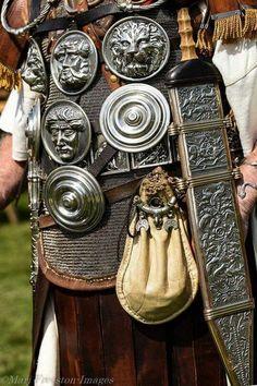 Ancient Armor, Medieval Armor, Military Art, Military History, Roman Armor, Roman Clothes, Roman Legion, Roman Era, Roman Soldiers