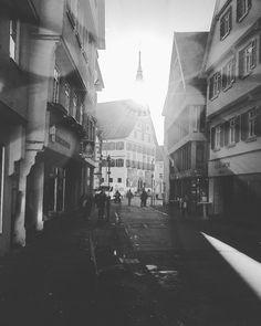 Marktstraße in Bad Cannstatt.  ________________________________ #marktstrasse #badcannstatt #stuttgart #0711 #iphoneonly #iphonography #gegenlicht #contrejour #schwarzweiss #blackandwhite #streetstyle #streetphotography #moonfilter by cassius.antonius