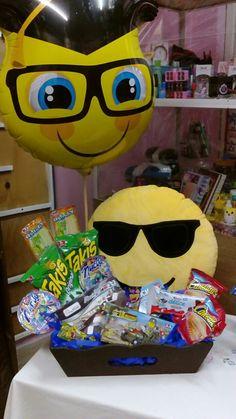 Candy Flowers, Balloon Flowers, Balloon Bouquet, Candy Centerpieces, Candy Bouquet, Flower Basket, Graduation Gifts, Boyfriend Gifts, Balloons