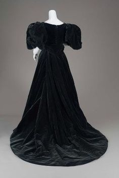 Jean-Philippe Worth, Woman's Midnight-blue/black velvet dress, 1896. MFA.