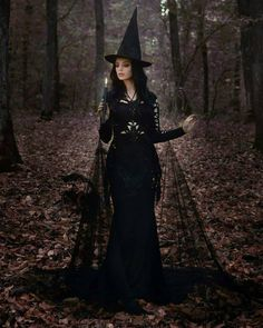 Discover recipes, home ideas, style inspiration and other ideas to try. Witch Photos, Witch Pictures, Halloween Photos, Creepy Photography, Halloween Photography, Fantasy Photography, Dark Beauty, Halloween Fotografie, Photoshoot Concept