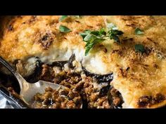 Substitute with gluten free flour.A very traditional Greek Moussaka recipe made with thick layers of eggplant, beef in tomato sauce, topped with béchamel sauce. Healthy Dinner Recipes, Gourmet Recipes, Cooking Recipes, Skillet Recipes, Lamb Recipes, Cooking Videos, Traditional Greek Moussaka Recipe, Mousaka Recipe, Almond Biscotti Recipe