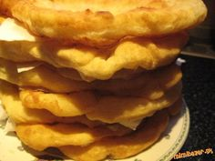 Uvar v šupke dobre umyté zemiaky, keď vychladnú, ošúp ich, vidličkou rozpuč a… Pizza, Apple Pie, Pancakes, Toast, Cooking Recipes, Breakfast, Baked Goods, Brot, Morning Coffee