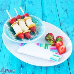Gezonde traktatie: spies met aardbeien, poffertjes en banaan. Recept uit het boek veggie kidz (een aanrader als je (af en toe) vegetarisch met kinderen wilt eten!