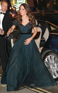 Modest prom dresses · rare video of kate middleton at fancy event shows how confident she really is kate middleton Modest Dresses, Elegant Dresses, Pretty Dresses, Prom Dresses, Princesa Kate, The Duchess, Duchess Of Cambridge, Looks Kate Middleton, Princesse Kate Middleton