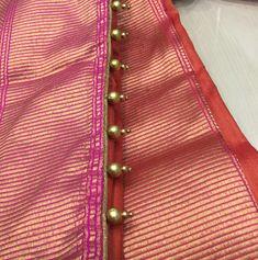 Saree Tassels Designs, Saree Kuchu Designs, Blouse Neck Designs, Blouse Styles, Pattu Sarees Wedding, Bridal Mehndi Dresses, Embroidery Saree, Indian Designer Wear, Clothes For Women