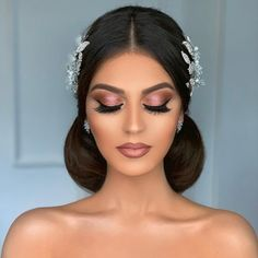 Here is a compilation of some of the best bridal makeup inspiration created by top makeup artists in the industry. Best Bridal Makeup, Bridal Makeup Looks, Bridal Hair And Makeup, Wedding Makeup, Hair Makeup, Loose Hairstyles, Bride Hairstyles, Beauty Make-up, Hair Beauty