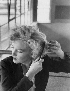 "Marilyn Monroe on the set of ""Niagara"". Photo by Jock Carroll, Brigitte Bardot, Vintage Hollywood, Classic Hollywood, Marilyn Monroe Fotos, Jock, Cinema Tv, Gentlemen Prefer Blondes, Marlene Dietrich, Norma Jeane"