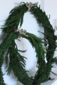 Christmas Feeling, Black Christmas, Christmas Home, Christmas Holidays, Xmas, Christmas Greenery, Christmas Wreaths, Christmas Decorations, Christmas Ornaments