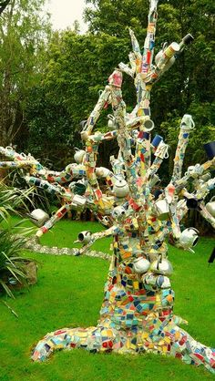"""A great """"TEA TREE""""the Mosaic Garden Waihi New Zealand This is the House and Garden of N. The Mosaic Garden is on the North Island of New Zealand , 22 Connell Street East. Mosaic Crafts, Mosaic Projects, Mosaic Art, Mosaic Glass, Mosaic Tiles, Glass Art, Art Projects, Tiling, Mosaic Madness"""