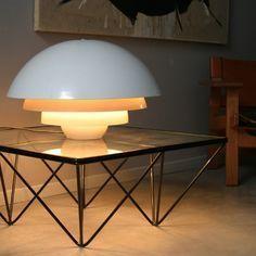 Let's fall in love with this mid-century modern lighting design | www.delightfull.eu/blog #uniquedesign #uniquetips #modernhomedecor #midcenturymodern #midcenturydesign #midcenturylighting