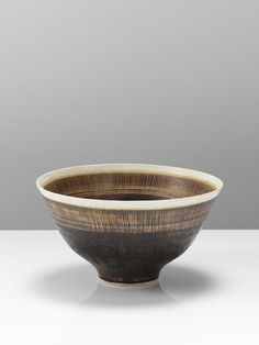 Bowl with sgraffito