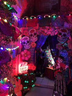 Magalie Sarnataro's prop Halloween 2017   Dia de Los Muertos   Front yard Thin foam core board, traced, acrylic paint, black marker