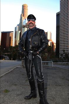 Gay leather master dundgeon — photo 5