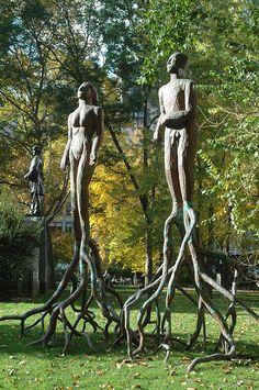 Las raíces del pecado. Alison Saar sculptures in Madison Square Park, photo by Gwyneth Leech