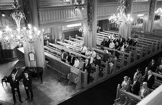 Documentary wedding photography Teemu Höytö Photography Vihkiminen in the church getting married