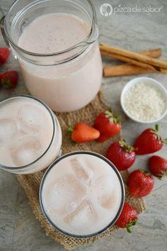 Aprende a preparar un agua fresca de horchata con fresa (agua de arroz con fresas). Queda deliciosa y es muy fácil de preparar, te va a encantar!