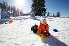 Urlaub mit der Familie im Hotel Sonnhof. Spielerisch Skifahren lernen, in der hauseigenen Skischule Alpendorf im Salzburger Land
