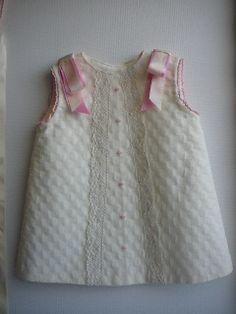 How to sew the baby dress Young Fashion, Kids Fashion, Little Girl Dresses, Girls Dresses, Kids Outfits, Cute Outfits, Baby Dress Patterns, Fashion Mode, Baby Sewing
