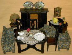 altes Möbel mit Zubehör für Puppenstube, hochwertig, selten
