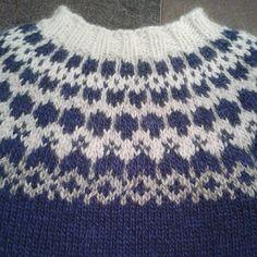 Ravelry: Larathor80's Skyblue snowcaps Fair Isle Knitting Patterns, Sweater Knitting Patterns, Icelandic Sweaters, Cable Knit Sweaters, Norwegian Knitting, Knit Crochet, Sweaters For Women, Jumpers, Knitting Machine
