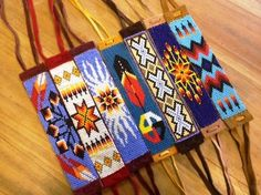 native american beadwork patterns and designs / Want to learn more about Indian beading designs? Loom Bracelet Patterns, Seed Bead Patterns, Bead Loom Bracelets, Beading Patterns, Leather Bracelets, Indian Beadwork, Native Beadwork, Native American Beadwork, Collar Indio