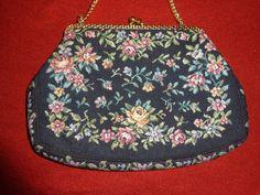 Vintage Handtaschen - Tasche*Abendtasche*Gobelin*schwarz*geblümt* - ein Designerstück von SweetSweetVintage bei DaWanda