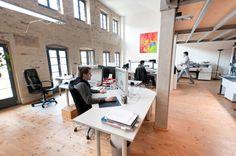 buero 35 700x465 The Bright, Open, Multi Level Offices of 4c Media