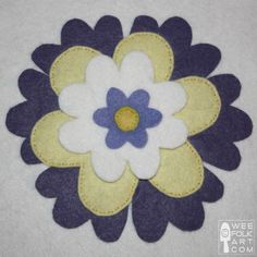 We have many free applique patterns for you to explore, adapt and use for many crafting projects. Enjoy our felt applique pattern collection. Flower Applique Patterns, Felt Flowers Patterns, Felt Patterns, Applique Designs, Felt Gifts, Penny Rugs, Felt Applique, Primitive Crafts, Preschool Art