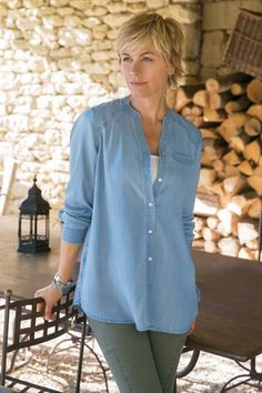In the softest of fits, our classic style Tayla Tencel Shirt is ready to help you unwind! Available in two true-blue denim shades, this top is versatile and thoughtfully detailed.